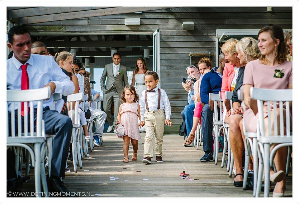 strandhuwelijk-trouwen-op-het-strand-strandbruiloft-zeeland-bruidsfotografie-Trouwreportage-breda-zeeland-bruiloft-aan-het-strand