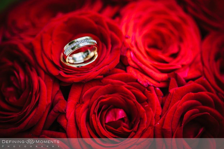 huwelijksfotograaf trouwreportage bruidsreportage trouwfoto bruidsfoto bruidspaar bruidsfotografie trouwreportage bliss_hotel breda landgoed_wolfslaar trouwfotograaf bruidsfotograaf rode rozen bruidsboeket