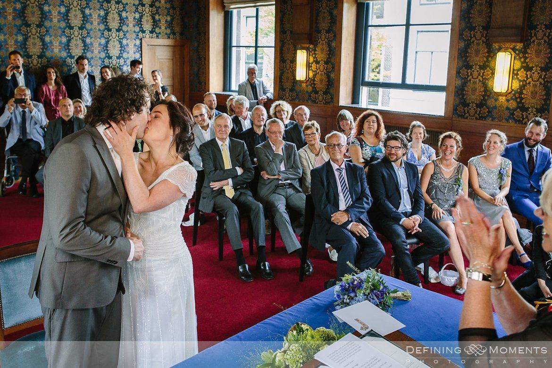 stadhuis schiedam bruidsfotografie trouwfotografen duo rotterdam vertrekhal trouwreportage bruidsreportage trouwfoto bruidsfoto bruidsfotografie bruid bruidegom trouwlocatie bruiloft