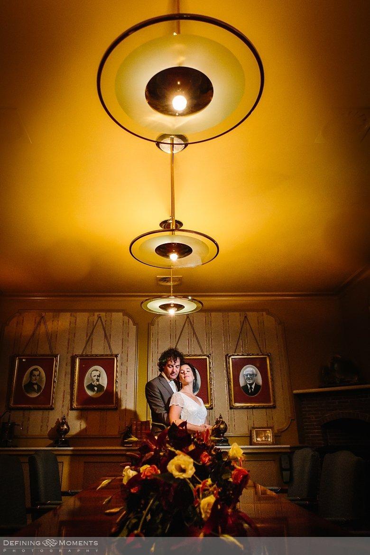 distilleerderij nolet schiedam bruidsfotografie trouwfotografen duo rotterdam vertrekhal trouwreportage bruidsreportage trouwfoto bruidsfoto bruidsfotografie bruid bruidegom trouwlocatie bruiloft