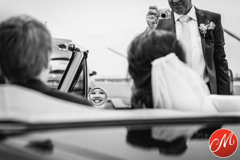 authentieke ongeposeerde spontane trouwfotografie trouwfoto bruidsfoto bruidsfotografie bruid bruidegom ceremonie wedding photography photographer den_haag leiden rotterdam utrecht den_bosch eindhoven breda